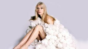 Gwyneth Paltrow Sitting Pose In Furr